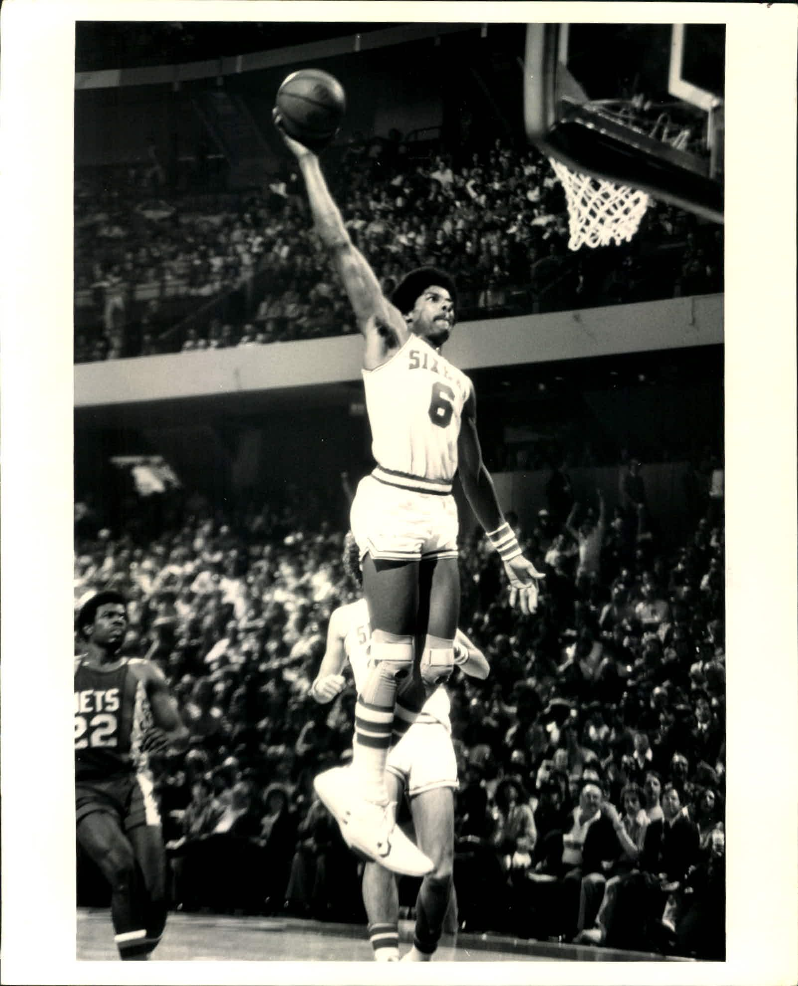 1977 circa Julius Erving Philadelphia 76ers 8 quot  x 10 quot  Photo SPORT    Julius Erving 76ers