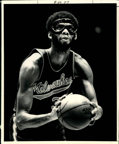 "1974 Kareem Abdul-Jabbar Milwaukee Bucks ""The Sporting News Collection Archives"" Original 8"" x 10"" Photo (Sporting News Collection Hologram/MEARS Photo LOA)"