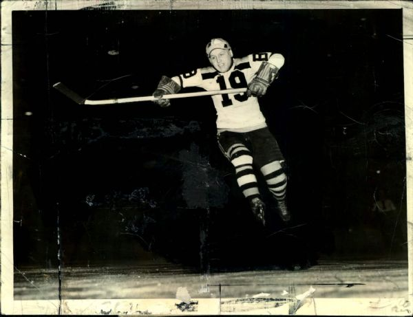 "1939 Jack Crawford Boston Bruins Original 6.5"" x 8.5"" Photo (MEARS LOA)"