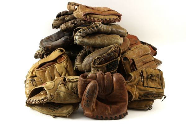 1940s-70s Milwaukee Braves Store Model Player Endorsed Fielder Gloves w/ Aaron, Spahn & More - Lot of 36 w/ 4 Signed Gloves