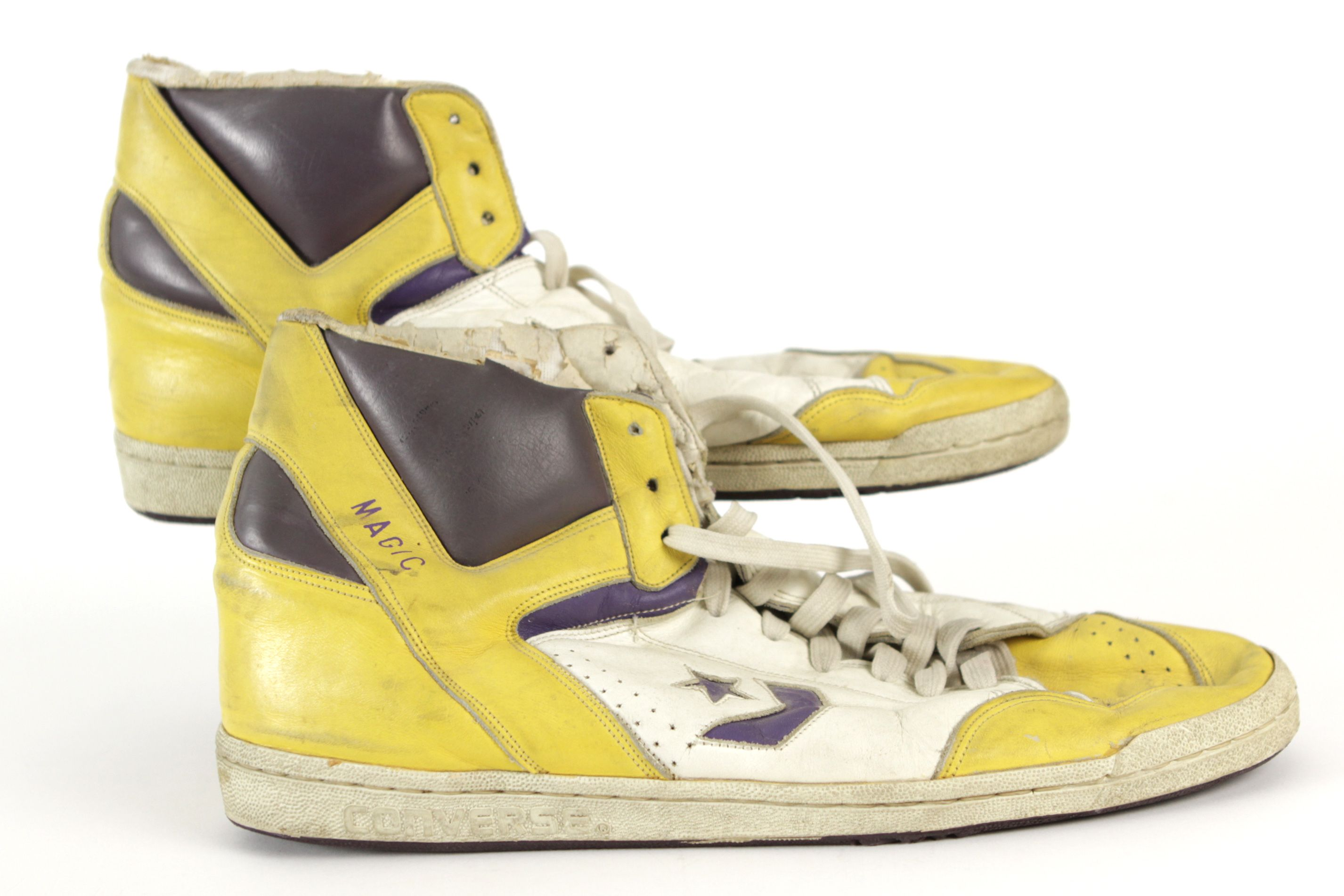 ed5ffb2c8534 Lot Detail - 1986-87 Magic Johnson Los Angeles Lakers Game Worn Converse  Shoes (MEARS LOA)