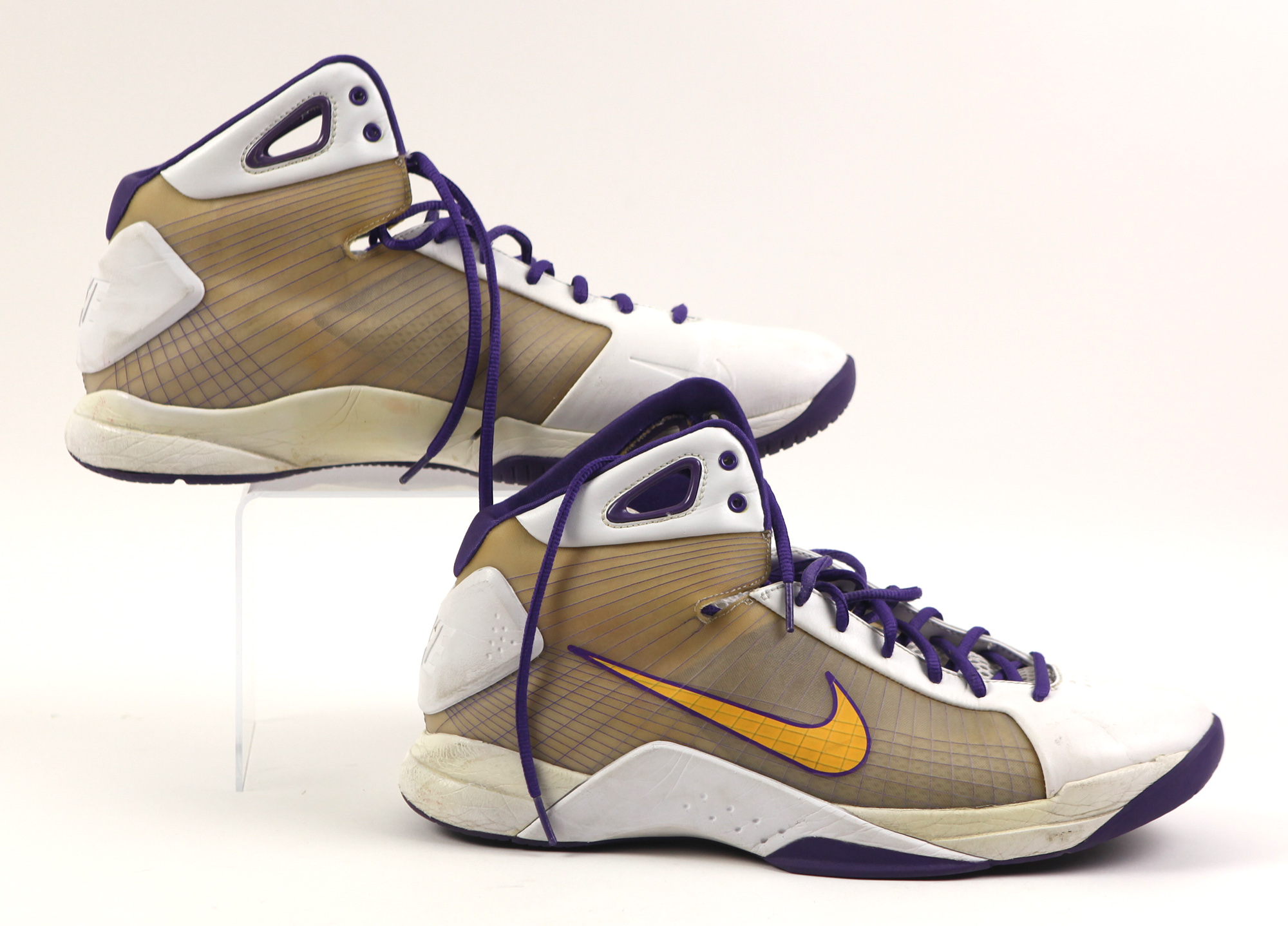 lot detail 2008 09 kobe bryant los angeles lakers game worn nike sneakers mears loa. Black Bedroom Furniture Sets. Home Design Ideas
