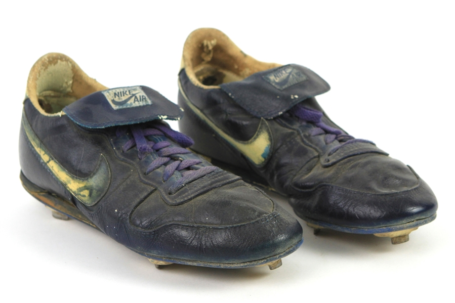 1986-88 Dale Sveum Milwaukee Brewers Signed Nike Game Worn Cleats (MEARS LOA)