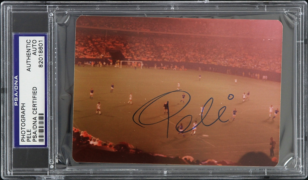 "1980s Pele New York Cosmos Signed 3.5"" x 4.75"" Photo (PSA/DNA Slabbed)"