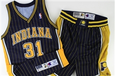 1997-98 Reggie Miller Indiana Pacers Signed Road Uniform (MEARS A10/JSA)