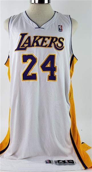 2013-14 Kobe Bryant Los Angeles Lakers Alternate Jersey (MEARS A5)
